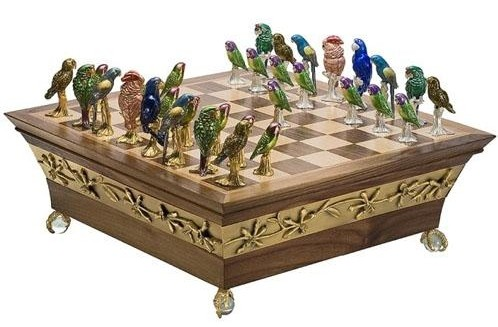 parrot_chess_set